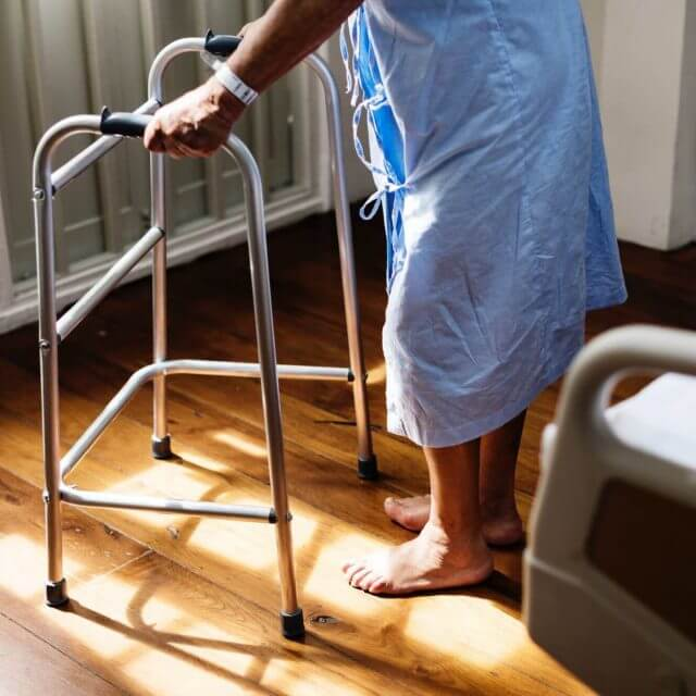 Oudere-patiënt-in-zorginstelling